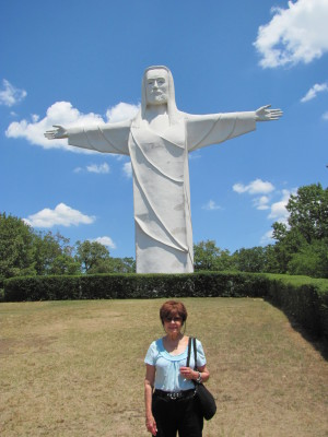 Lee with Christ Statue